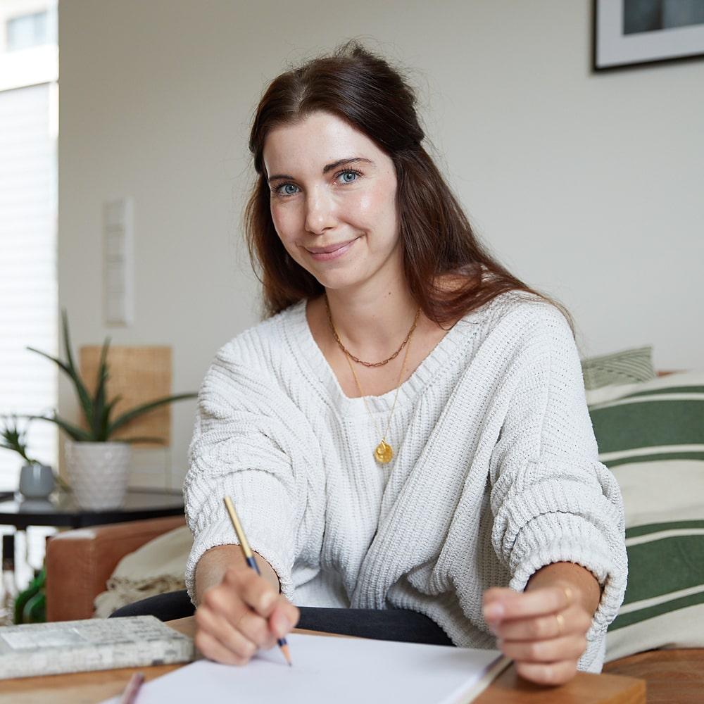 Laura Krüger ist Ayurveda Coach, Buchautorin und Dozentin